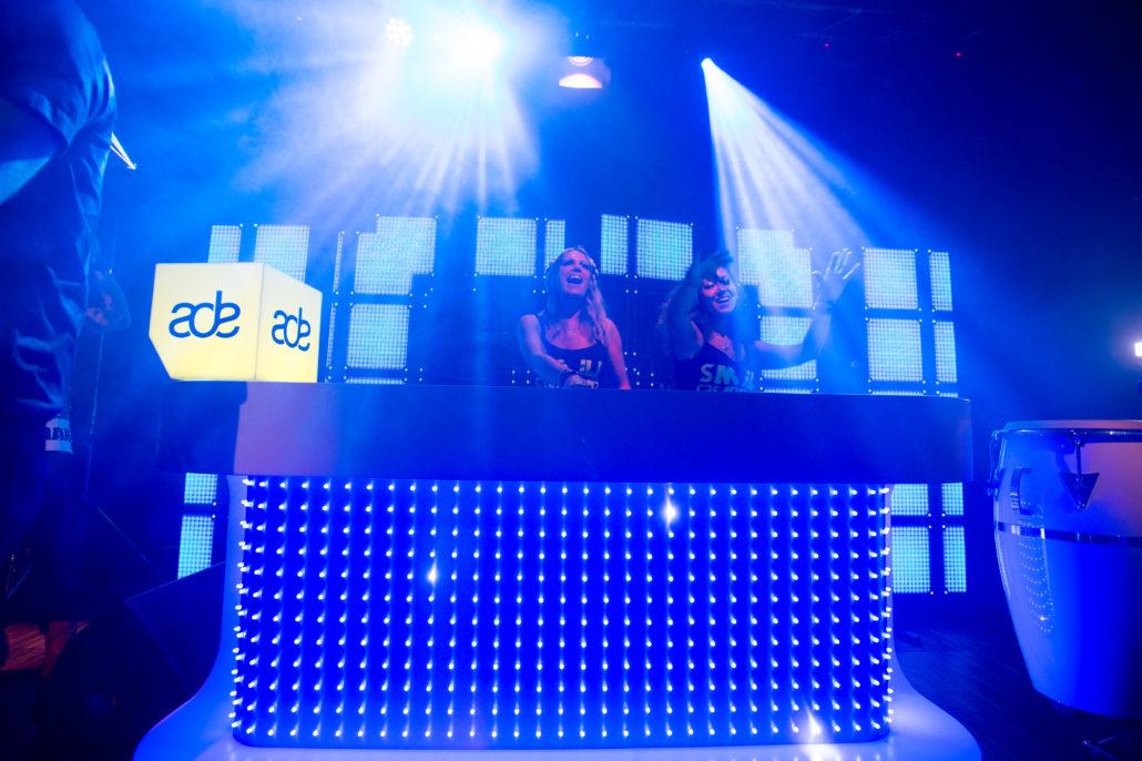 FEMALE DJS